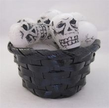 Picture of Simmering Skull Heads Licorice Scented Wax